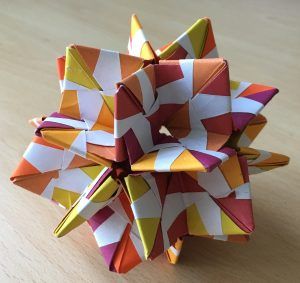 Rhombic triacontahedron (sonobe colourchange pairs) [CC-BY-SA-3.0 Steve Cook]